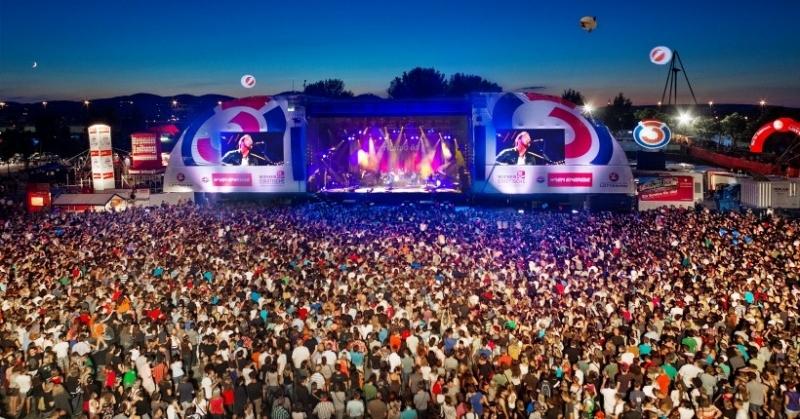 Hàng chục nghìn người phấn khích trong lễ hội Donauinselfest