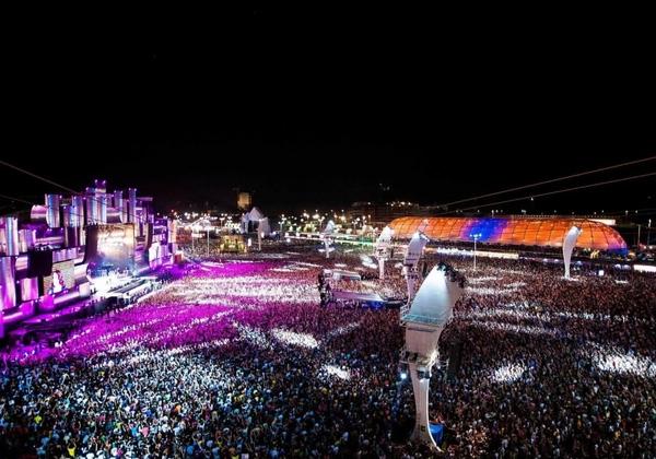Lễ hội nhạc âm nhạc Rock In Rio được tổ chức đầu tiên tại Rio de Janeiro