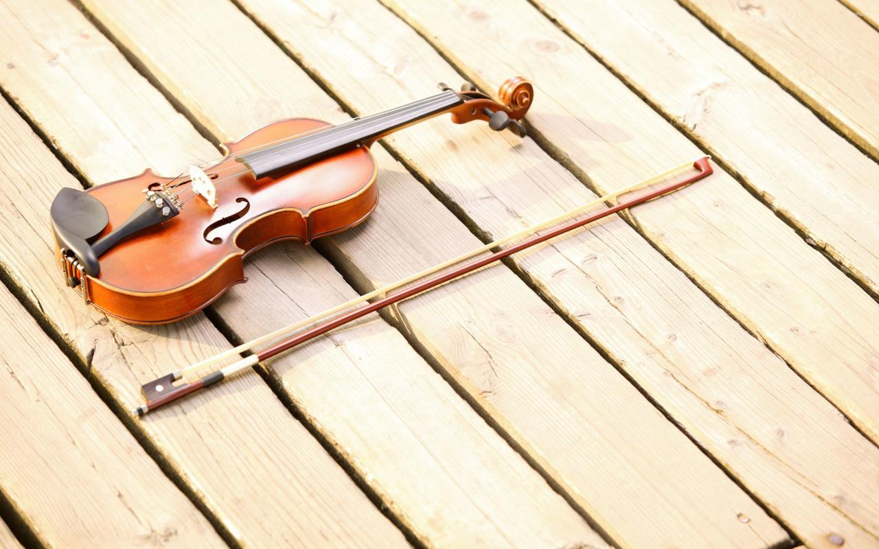 2880x1800 Violin on the deck wallpaper