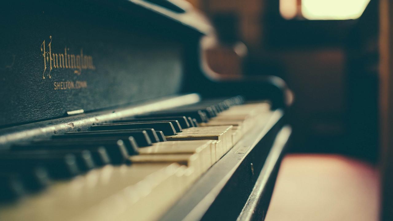 1920x1080 Old Huntington Piano Music